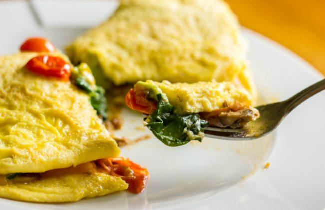 omelete-de-espinafre-e-tomates-dr-juliano-pimentel-2