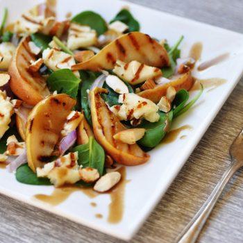 Salada de Pera com Espinafre. Imagem: (Divulgação)