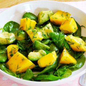 Salada-de-espinafre-com-manga