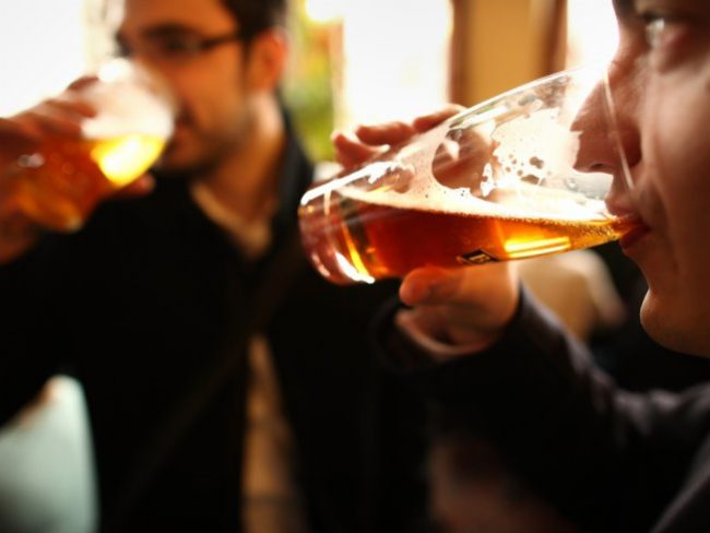 brasileiros-bebem-alcool