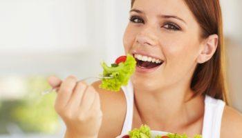 Mulher Comendo Salada, Coma Saudável