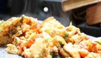 scrambled-eggs-1042653_1920