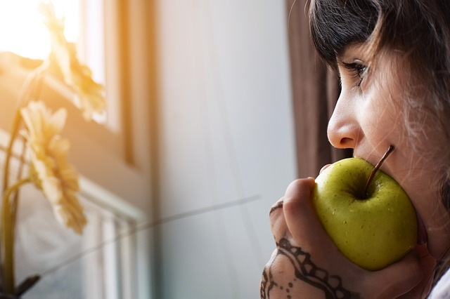 obesidade Infantil: Dê alimentos saudáveis. Imagem: (Divulgação)