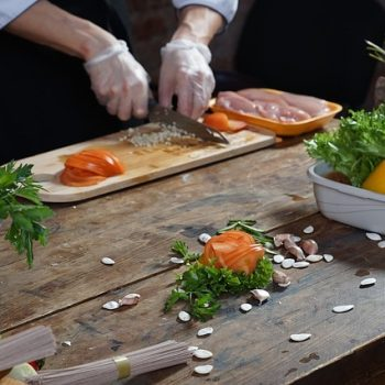 Quantidade de Carboidratos: Frango, tomates e legumes são Baixos em Carb. Imagem: (Divulgação)