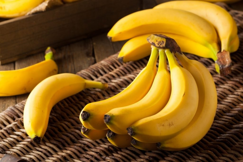Bananas são boas opções de alimentos ricos em carboidrato bom.