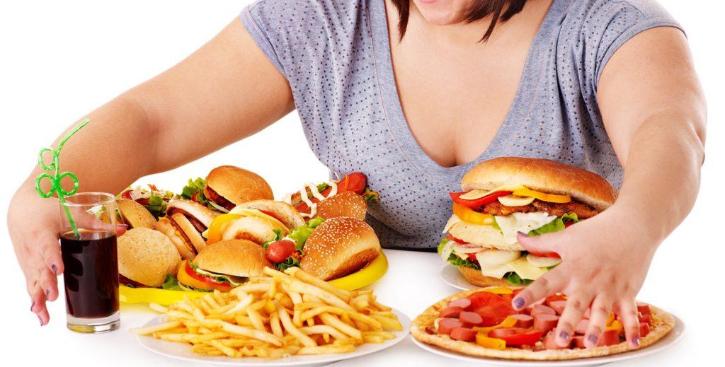 Mulher com compulsão alimentar