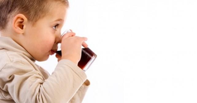 Suco de fruta é tão prejudicial para crianças quanto o refrigerante