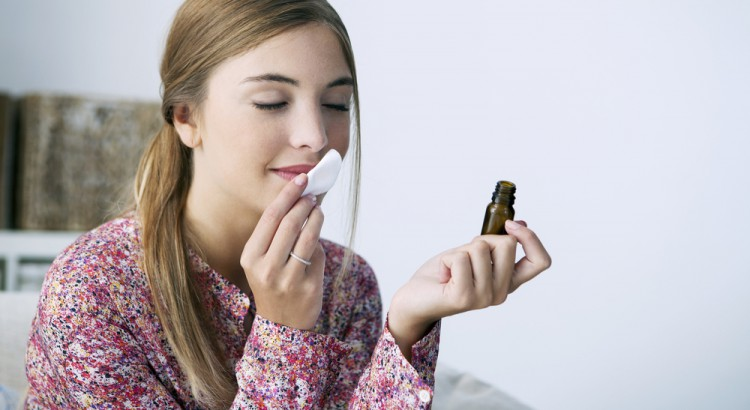óleo essencial de lavanda pode proteger sua pele.